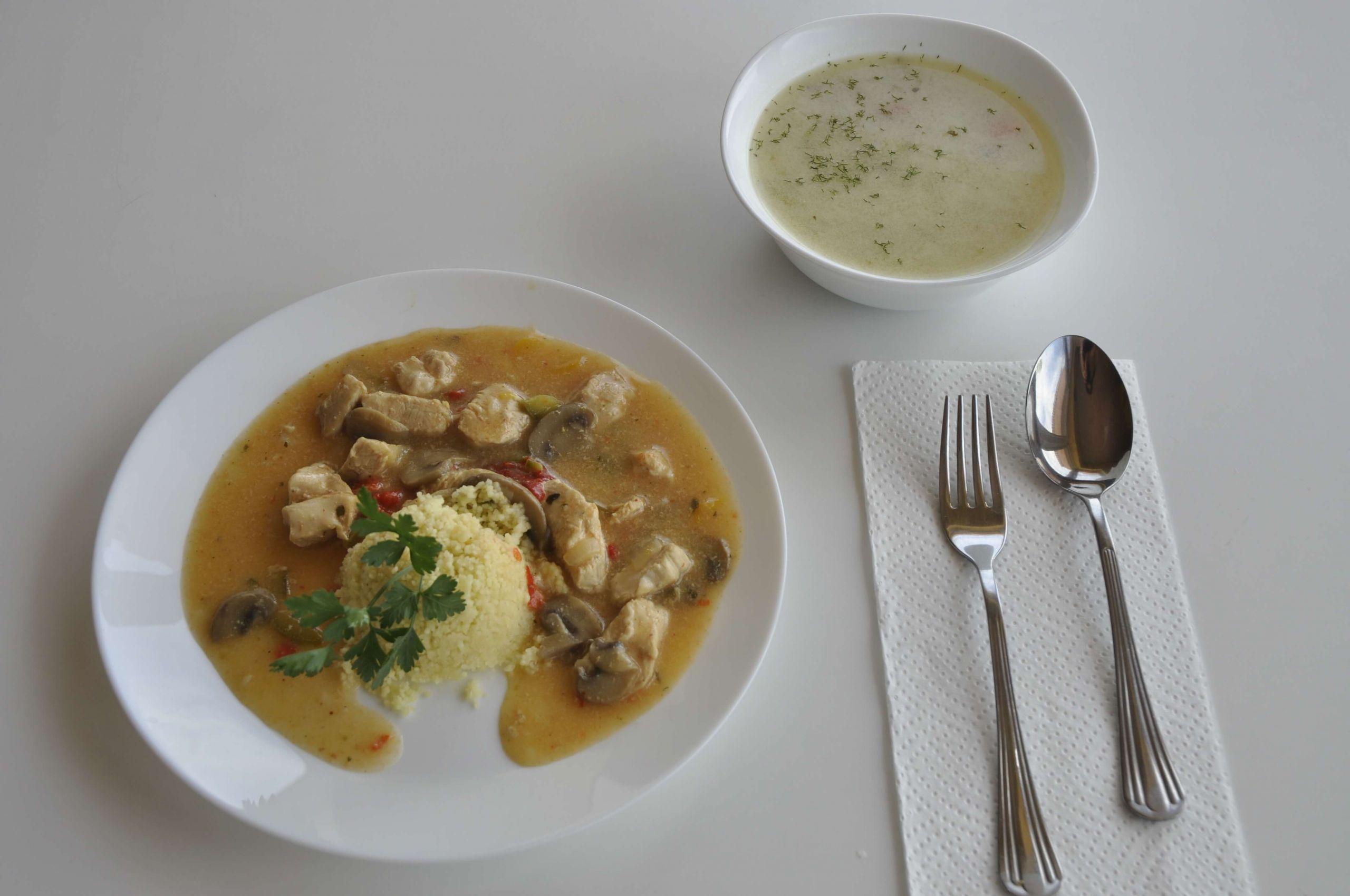 kurczak w delikatnym sosie z pieczarkami i papryką z kaszą kuskus oraz zupa koperkowa